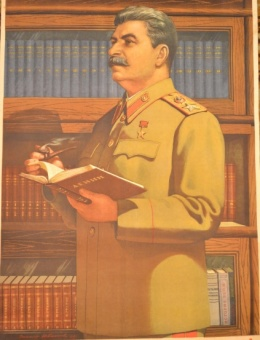 «Великий Сталин -светоч коммунизма !» художник В.Иванов 79х53 тираж 300 000 ИЗОГИЗ 1952г