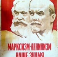 «Марксизм-Ленинизм наше знамя и оружие !» Художник Б.Зеленский 95х67 Тир. 222 000 Москва 1962г